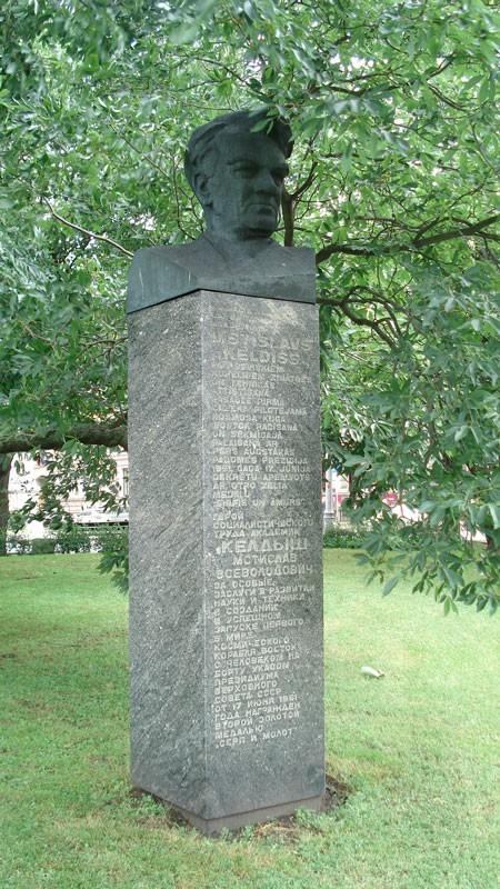 Гранитные памятники в латвии изготовление памятников в нижний новгород щербинки